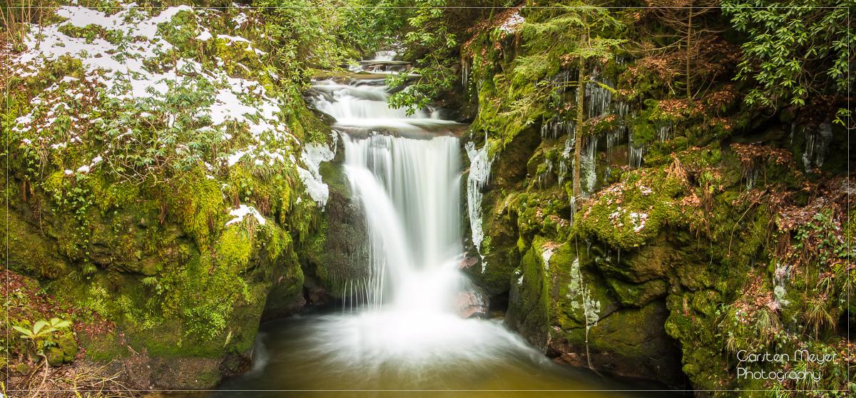 Vom oberen Aussichtspunkt hat man einen schönen Blick in den Kessel des Geroldsauer Wasserfalls.